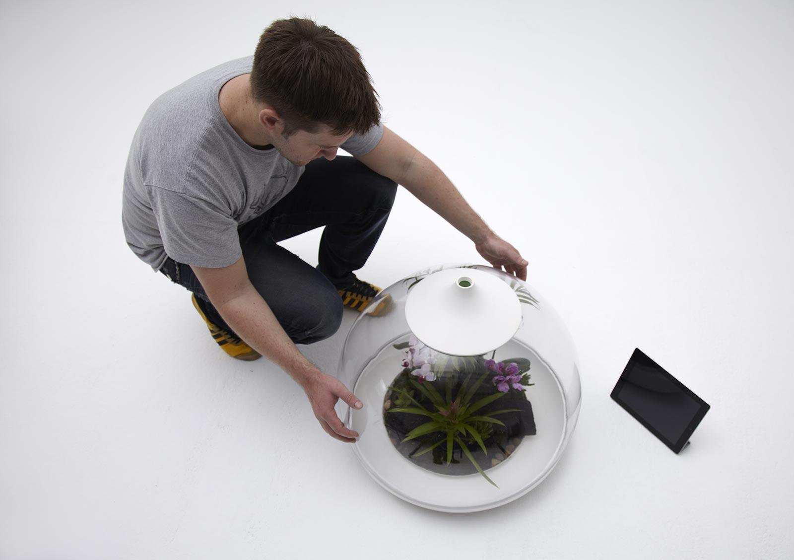 Biome5 Samuelwilkinson - Biome Flora Terrarium - De Tamagotchi voor volwassenen